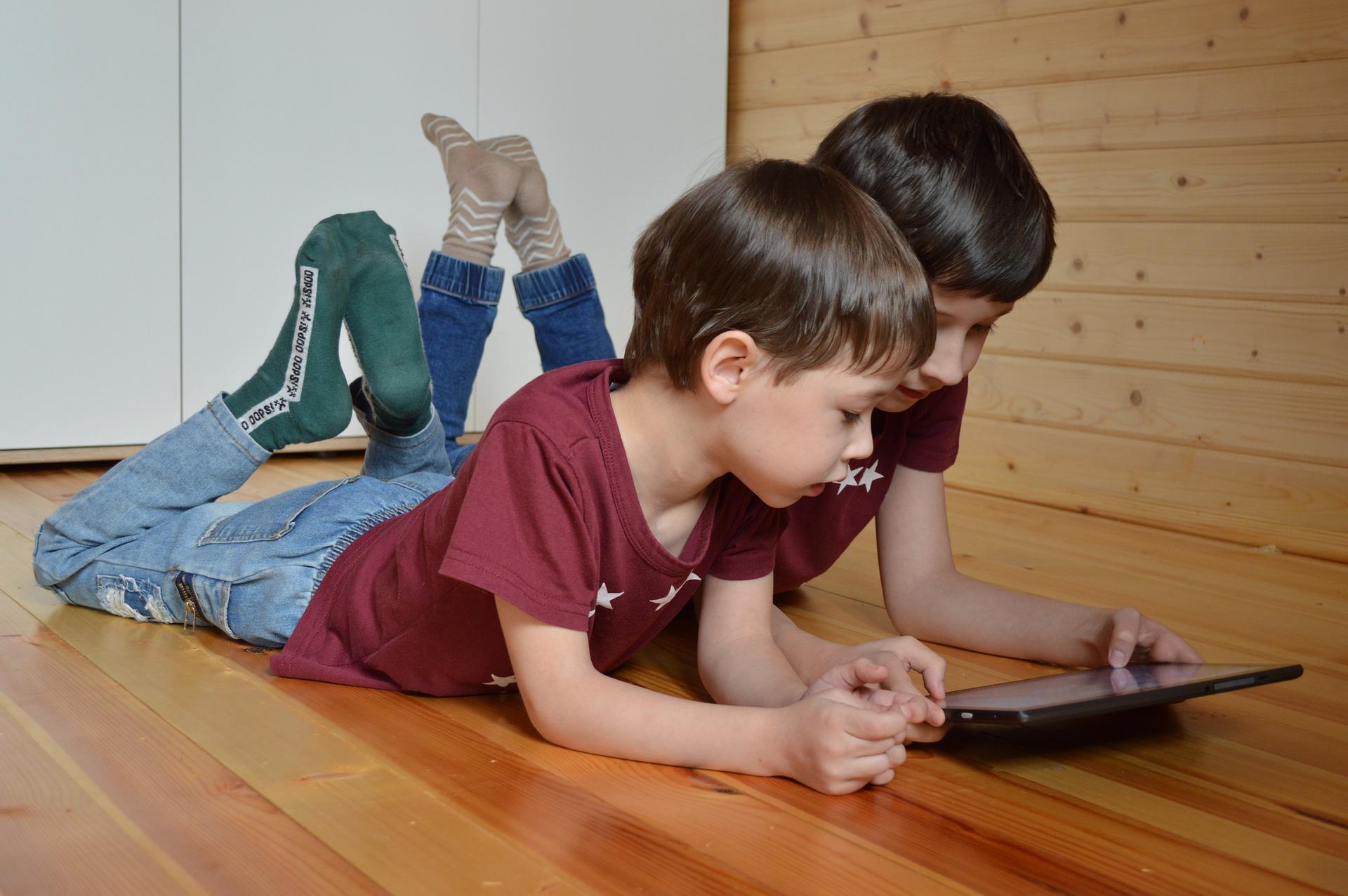 děti s tabletem