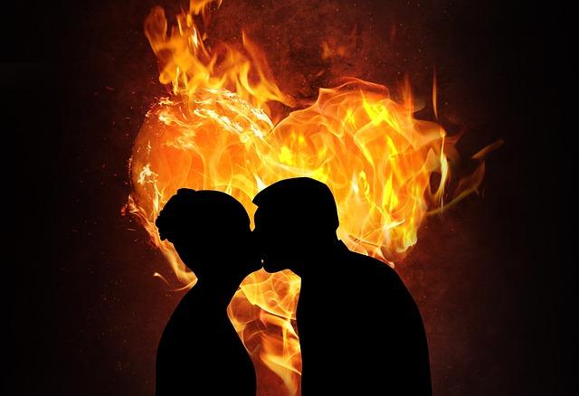 hořící srdce, láska, muž a žena