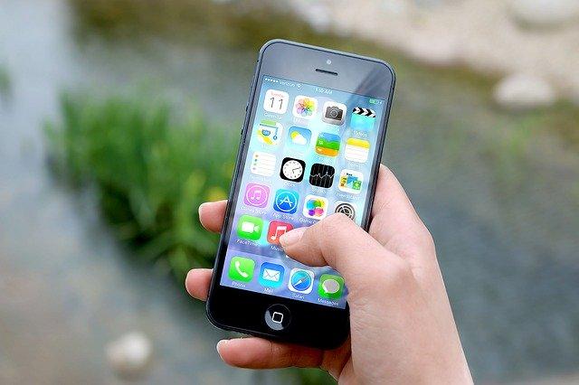 používání aplikací na mobilu