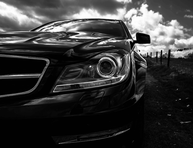 automobilový světlomet