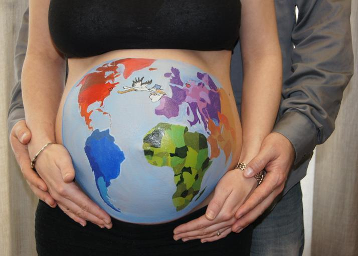 malované těhotenské břicho