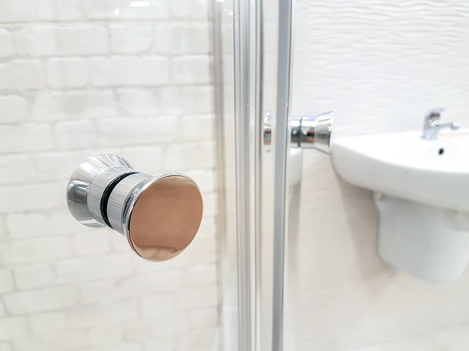 umyvadlo a sprchový kout